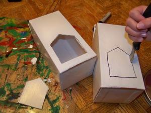 Кормушка для птиц из коробки от молока