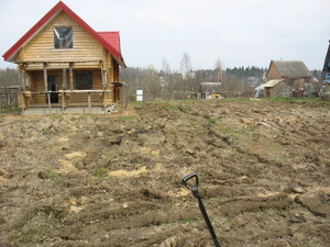 Способы разровнять землю на участке