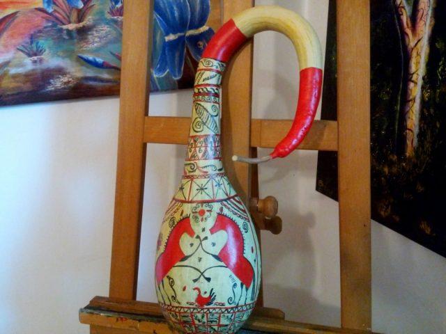 Мезенская роспись будто создана для посуды из лагенарии