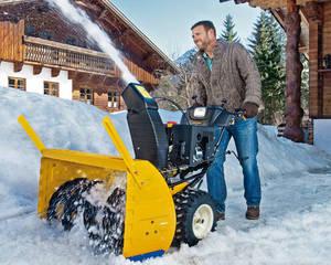 Как выбрать для дачи снегоуборочную технику