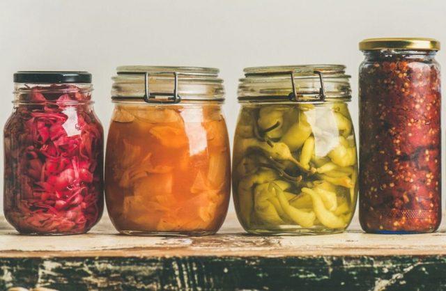 Так как квашение - это «живой продукт», в процессе длительного хранения он теряет полезные вещества