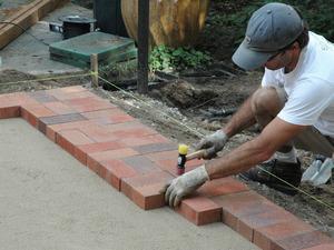 Пошаговая инструкция для укладки своими руками тротуарной плитки
